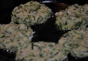 Stek squashbiffarna i lite olivolja i panna.