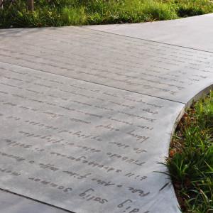 Grafisk betong syns som frilagd ballast i betongytan.
