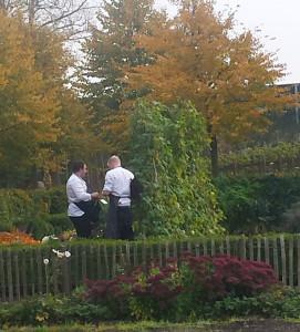 Restaurangen tar hand om trädgårdens produktion.