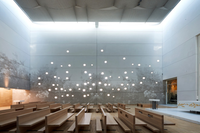 Grafiska betongväggar används mycket i byggnader men också i utemiljöer.
