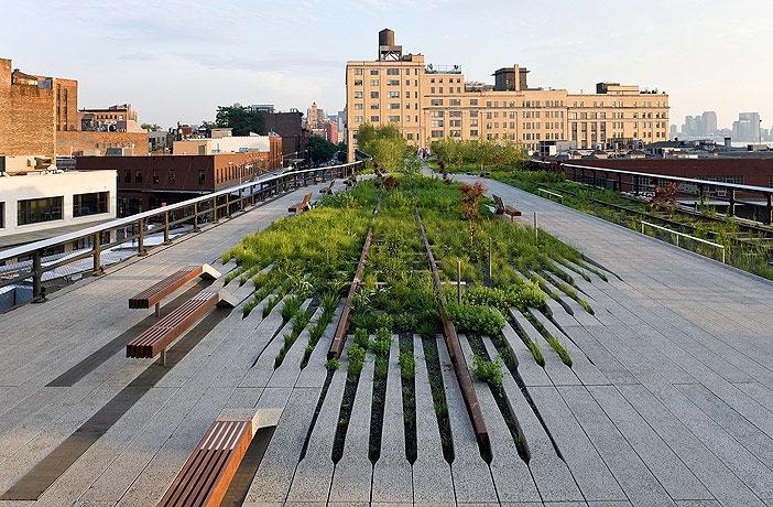 Ett besök i High Line Park i New York skulle inte vara fel tycker Greenspire Trädgårdskonsult. En modern trädgårdsanläggning som blivit en efterlängtad grön lunga för storstadsborna.