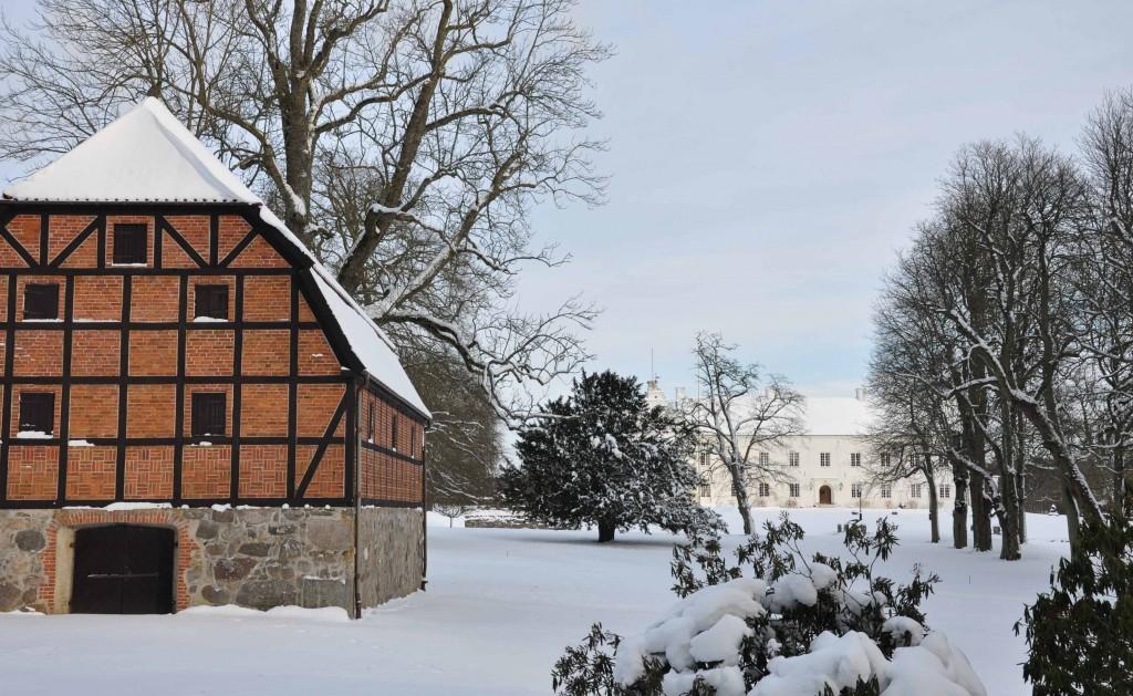 Ellinge slott utanför Eslöv i full vinterskrud under fjolårets vinter.