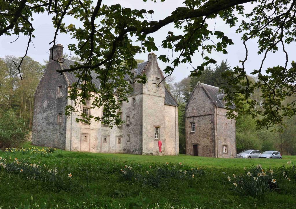 Slottet Ascog House härstammar från tidigt 1600-tal och är nyrenoverat inuti.