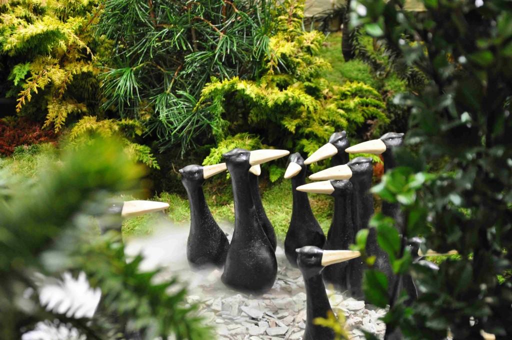Inte trädgårdstomtar, men trädgårdspippi som ger trädgården en lekfull touche.