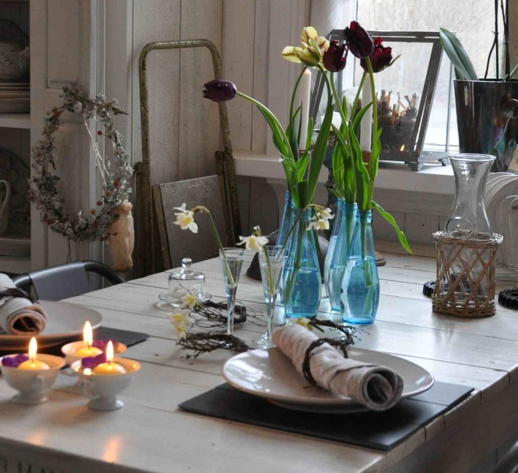 Pynta middagsbordet med blommor till fest och vardag.