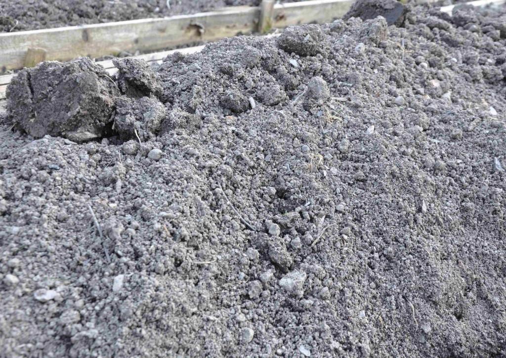 Den tidigare styva leran är nu smulig och fin med hög mullhalt.