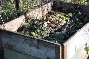 Pallkragar är ypperliga som kompostbehållare för trädgårdsavfall.