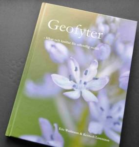 Ingående beskrivningar om lök- och knölväxternas liv och urspruung hittar du i boken Geofyter.