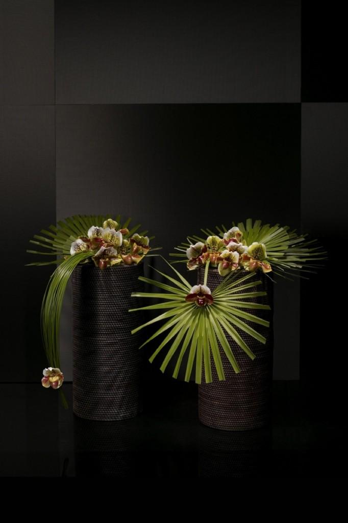Orkideer och gröna blad formar arkitektoniska verk för det perfekta hemmet eller kontoret.
