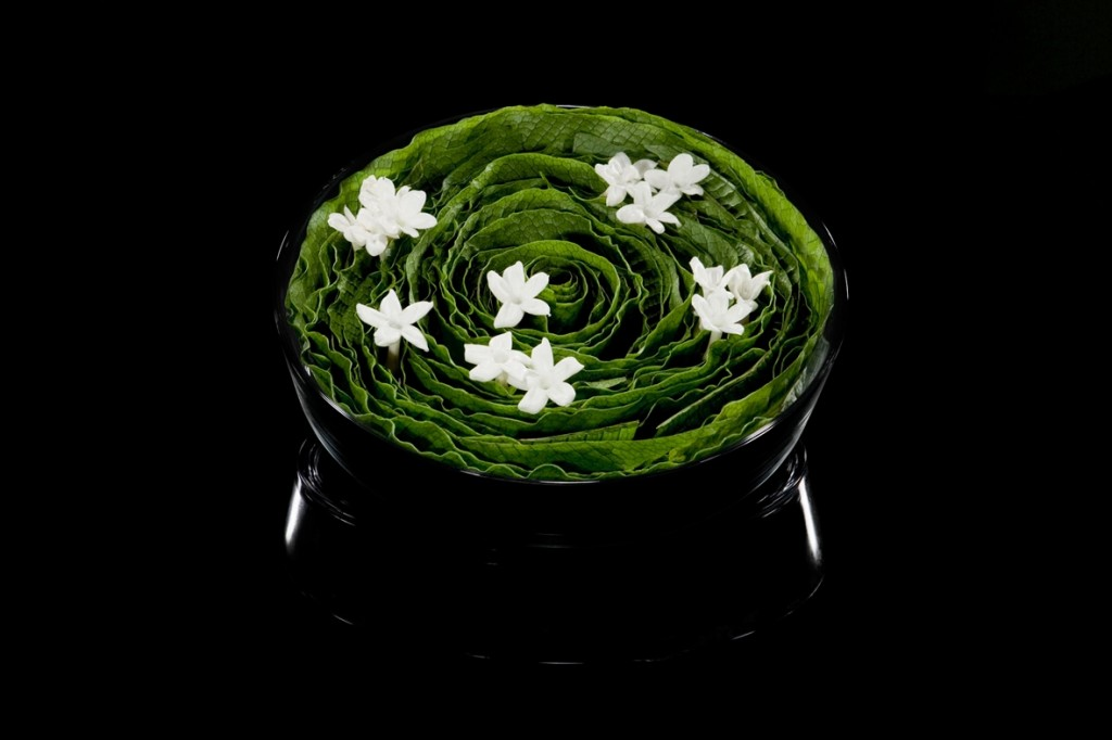 Kompakt bundna blomsterkonstverk signerade Armanis florister.