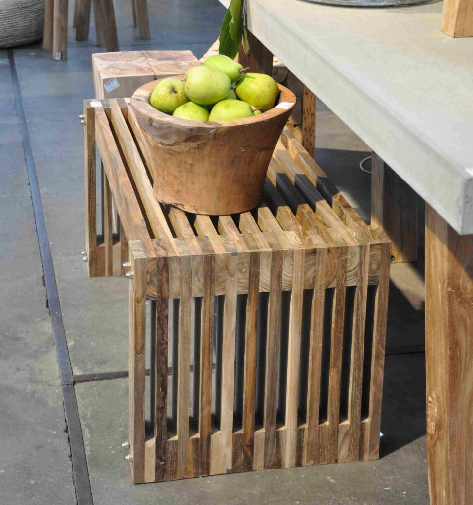 Omålade trämöbler i enkel design är inne om man får tro danskarna.