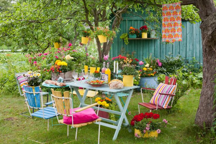 Att ha kul i trädgården och odlingslotten tillsammans med andra fortsätter som trend i gröna sammanhang.