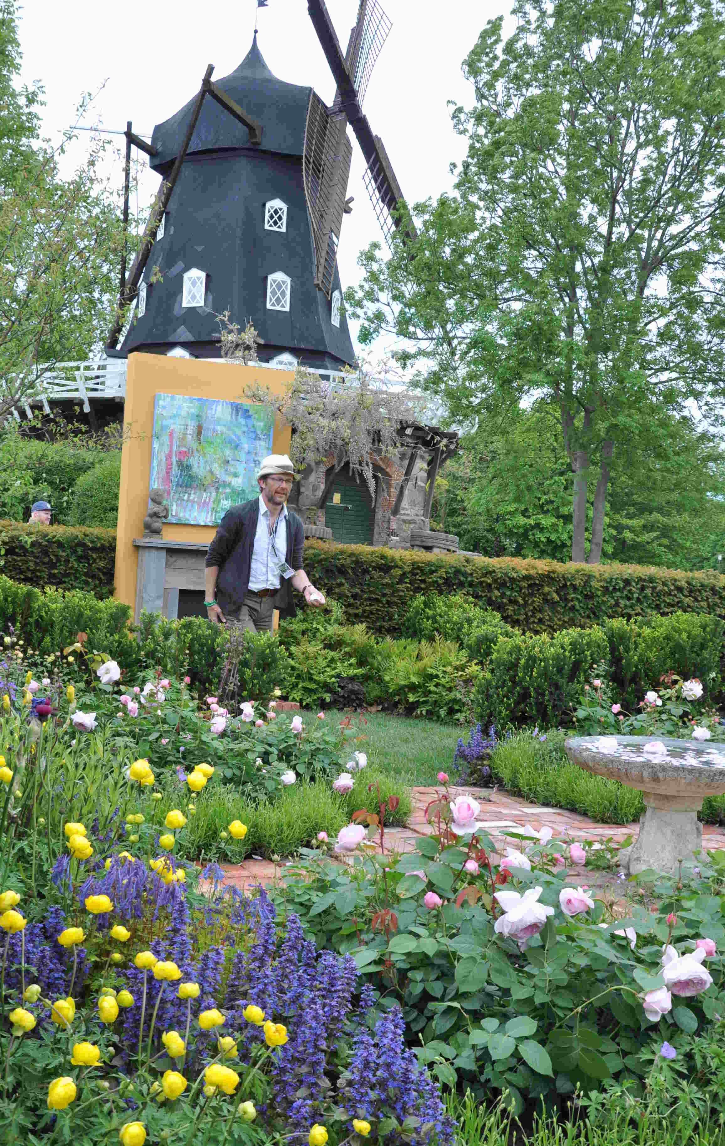 Konstnärens trädgård visade både måleri och blomsterkonst i engelsk stil.